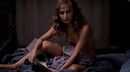 Alicia ve filmu ukázala ňadra.