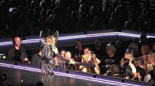 Madonna pozvala Josephine i s její matkou na svůj koncert do Sydney.