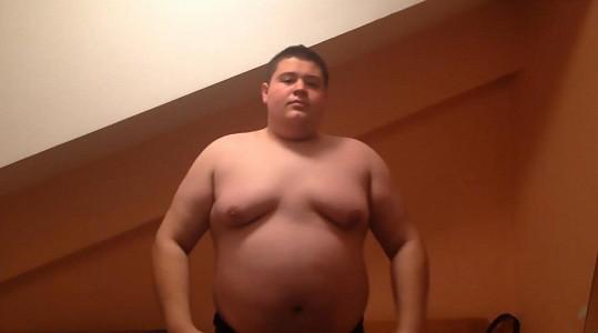 Ilija v době, kdy vážil 150 kilogramů.
