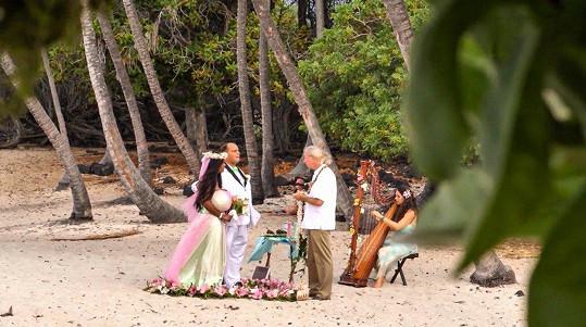 Malaika Kubwa měla svatbu na Havaji.