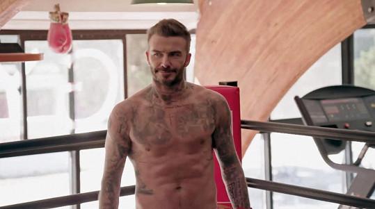 To by nebylo ono, kdyby se ve skeči Beckham neukázal i bez trička.