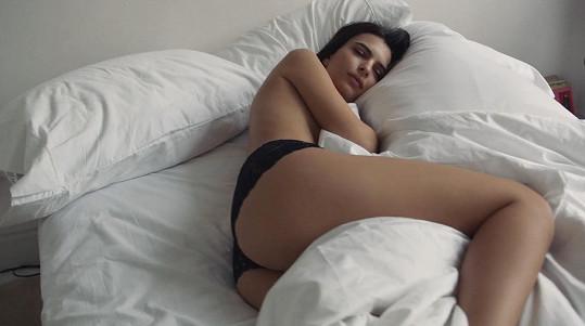 Focení kampaní v posteli má své nesporné výhody...