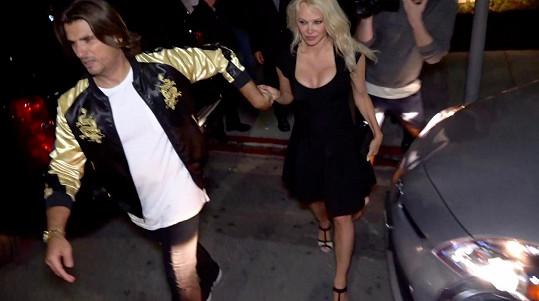 Pamela si užívala rande s Romainem Chaventem.