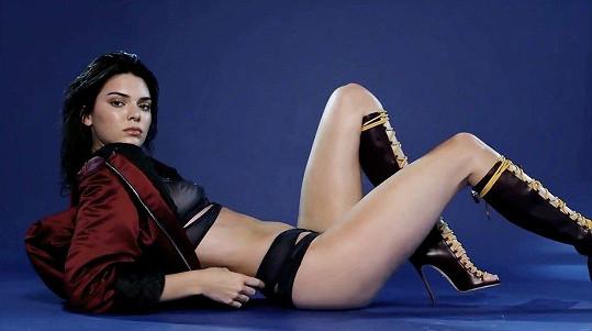 Kendall Jenner vydělala 22 miliónu dolarů.