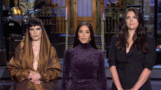 Halsey vystupovala v pořadu Saturday Night Live po boku Kim Kardashian.