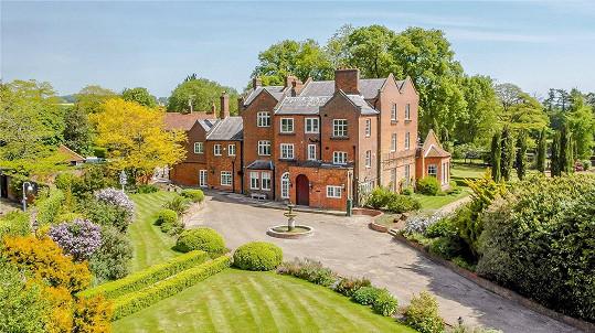 Herec se rozhodl prodat historické sídlo v Hertfordshiru.