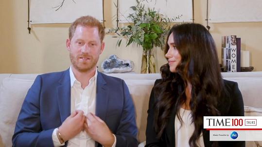 Princ Harry nosí stejný náramek od Cartiera v online rozhovorech. U Oprah v záběrech vidět nebyl.