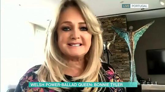 Takhle vypadala Bonnie při jednom z letošních rozhovorů online.