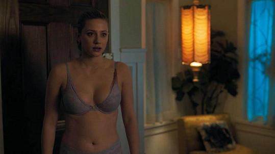 Lili Reinhart v seriálu Riverdale, scény v prádle ji děsily.
