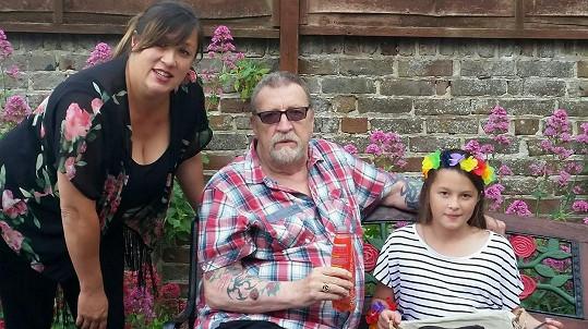 John Forgeham s dcerou Jonestou a vnučkou Teelou