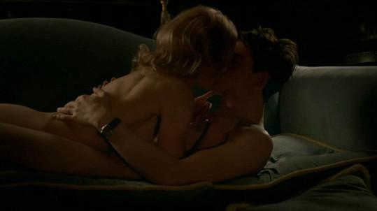 Na herce čekala smyslná intimní scéna.