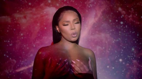 Začátkem roku vydala Ashanti nový singl, ve kterém se ukazuje i nahoře bez.