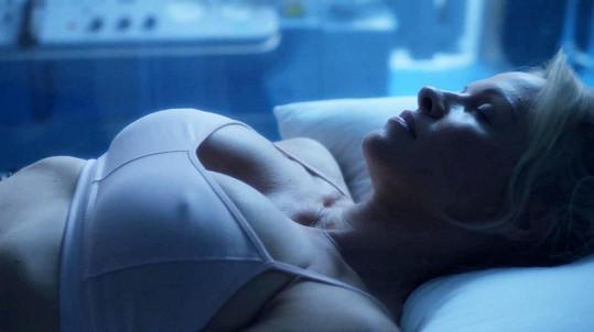 Pamela představuje ženu, která se nedokáže vyrovnat se stárnutím.
