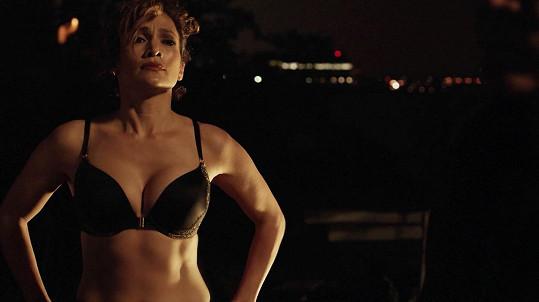 Jennifer Lopez se v seriálu svléká poměrně často.