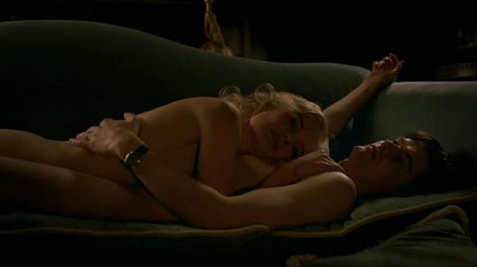 Sam se představuje jako Douglas Archer a Kate v roli Barbary Bargy.