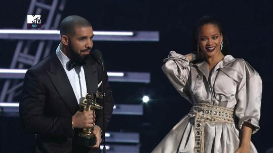 Drake se Rihanně veřejně vyznal z lásky...