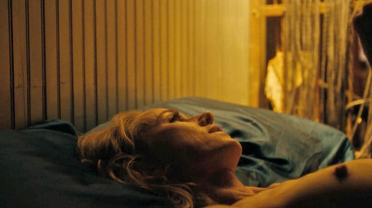 Naomi Watts se svlékla v seriálu Gypsy.