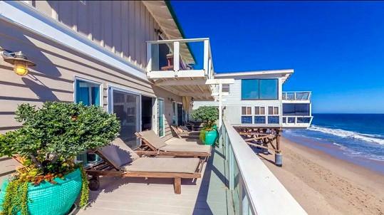K domu patří také kus pláže.