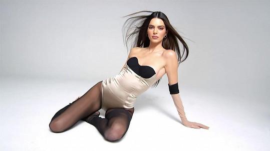 Kendall spolupracovala se sestrou Kylie na nové kolekci dekorativní kosmetiky.