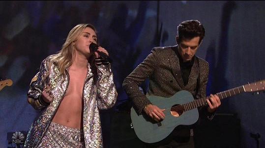 Duo se společným singlem Nothing Breaks Like a Heart sklidilo velký úspěch.