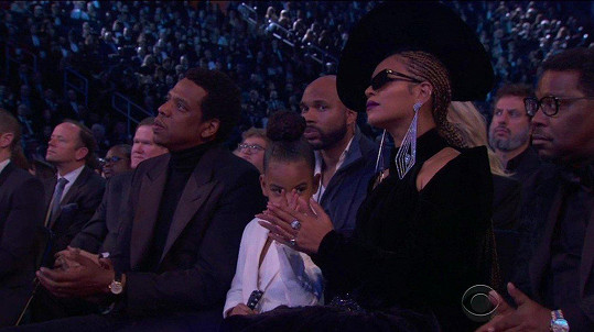 Pro slavnostní večer cen Grammy si do uší vzala diamantové náušnice v ceně bezmála 140 miliónů korun.