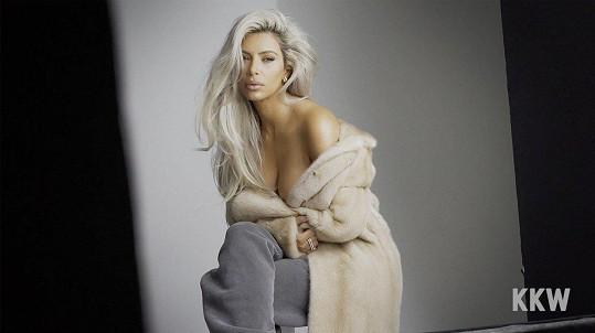 Kim Kardashian je čtvrtá, má 110 miliónů fanoušků.