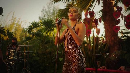 Miley Cyrus se těší na život s Bidenem v čele USA.