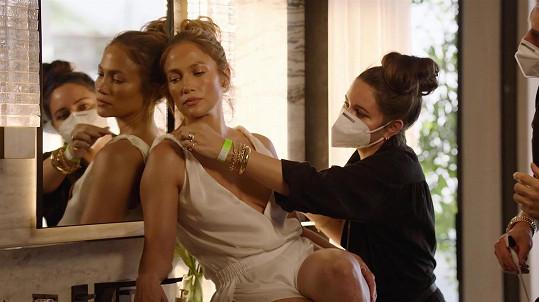 Aktuálně se věnuje alespoň promování vlastní kosmetické značky.