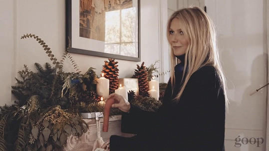 Nejprve to vypadá, že Gwyneth dá vibrátor někomu jako dárek.