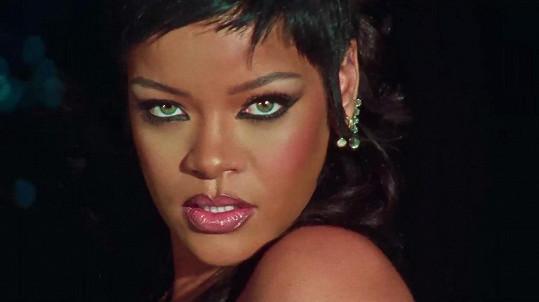 Rihanna je poslední roky hlavně úspěšnou podnikatelkou a na novou hudbu si fanoušci musí ještě chvíli počkat.