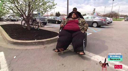 Kvůli extrémní váze má problém s pohybem.