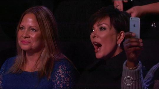 Kris Jenner z dcery nemohla spustit oči.