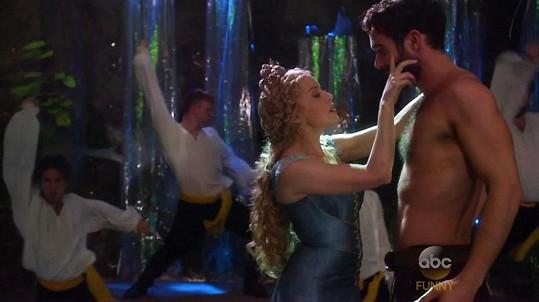 Kylie a Joshua se poznali při natáčení seriálu Galavant.
