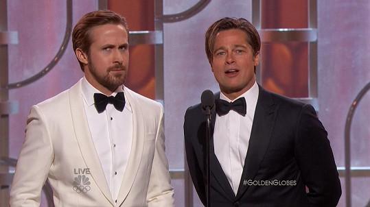 Brad byl na udílení Zlatých glóbů bez manželky. Společnost mu dělal kolega z filmu Sázka na nejistotu Ryan Gosling.