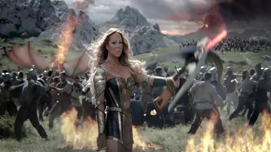 Mariah Carey je ve spotu štíhlá jako proutek.