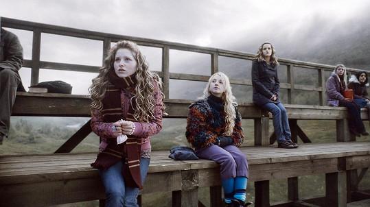 Jessie Cave (vlevo) jako Levandule Brownová v Harrym Potterovi