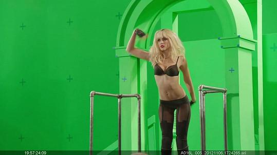 Jessica Alba při natáčení filmu Sin City: Ženská, pro kterou bych vraždil.