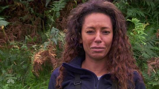 Při natáčení pořadu Running Wild With Bear Grylls se zpěvačka obešla bez make-upu.