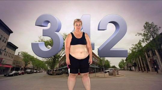 Na počátku reality show její váha dosáhla 155 kilogramů (342 liber).