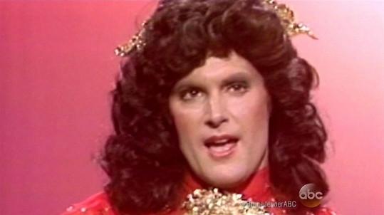 V roce 1981 se v televizní show dokonce za ženu převlékl.