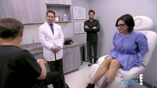 Podruhé lékaře vyhledala kvůli estetickému zákroku.