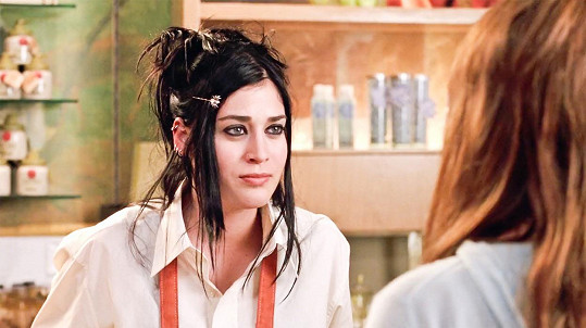 Lizzy Caplan alias Janice z komedie Protivný sprostý holky se herectví věnuje dodnes.