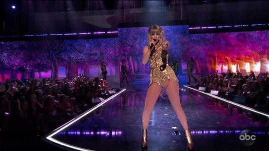 Během show zazněly její neznámější hity.