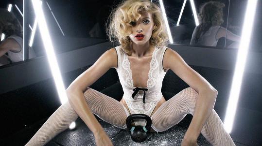 Takhle se loni nechala zvěčnit pro erotikou nabušený adventní kalendář magazínu Love.