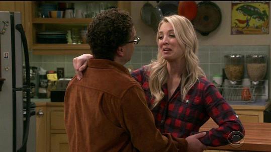 Johnny jako Leonard se seriálovou láskou Kaley Cuoco alias Penny