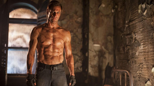 Statný Aaron Eckhart ve filmu Já, Frankenstein
