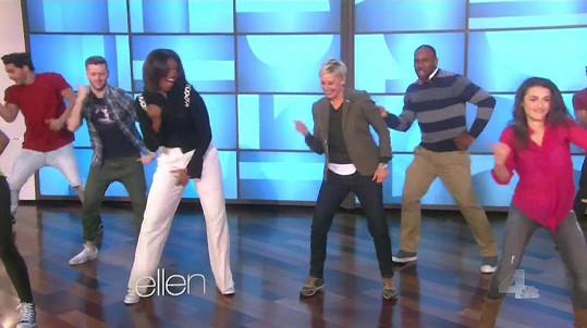 Michelle Obama a Ellen DeGeneres doprovodilo několik profi tanečníků.