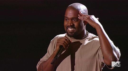 Kanye West během děkovné řeči dokázal všechny šokovat.