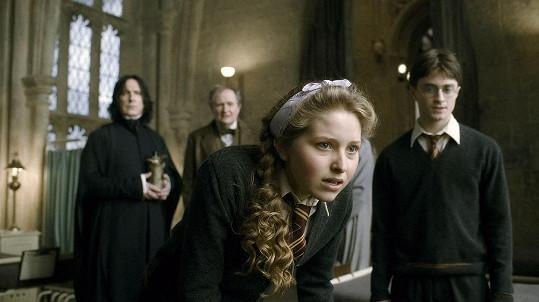 V populární sáze o Harrym Potterovi Cave hrála studentku Levanduli Brownovou.