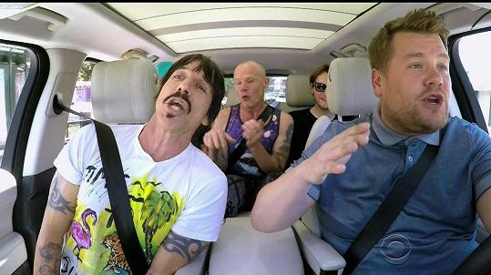 V autě měl také kapelu Red Hot Chili Peppers